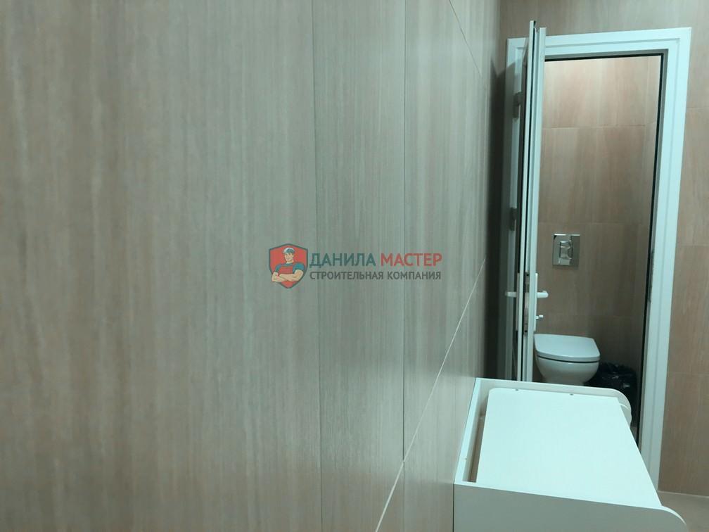 Ремонт женского санузла в торговом центре в Кирове (ТРЦ Фестиваль) выполнен мастерами-отделочниками СК Данила Мастер.